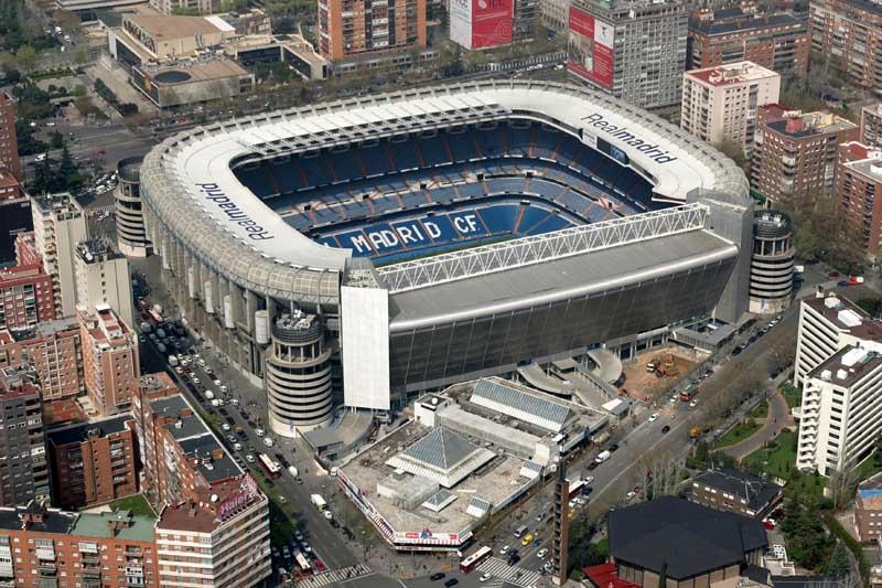 Live football real madrid stadium estadio santiago bernab u for Estadio bernabeu puerta 0