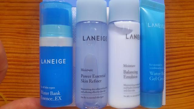 Laneige Moisture Trial Kit: В наборе эссенция (гелеобразная, в тубе с дозатором, 10 мл), тонер (Skin Refiner), эмульсия (тонер и эмульсия для сухой и нормальной кожи, каждый флакон 25 мл), и крем -гель, 10 мл, для нормальной и комбинированной кожи.