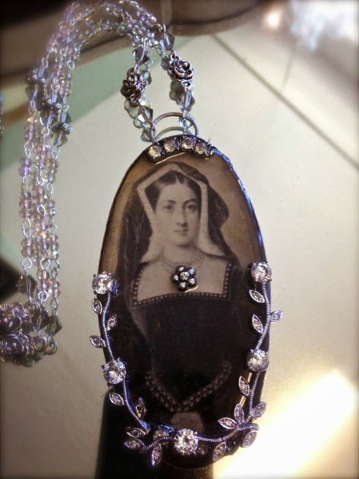 Queen of England necklace design, Katherine of Aragon, The Pickled Hutch