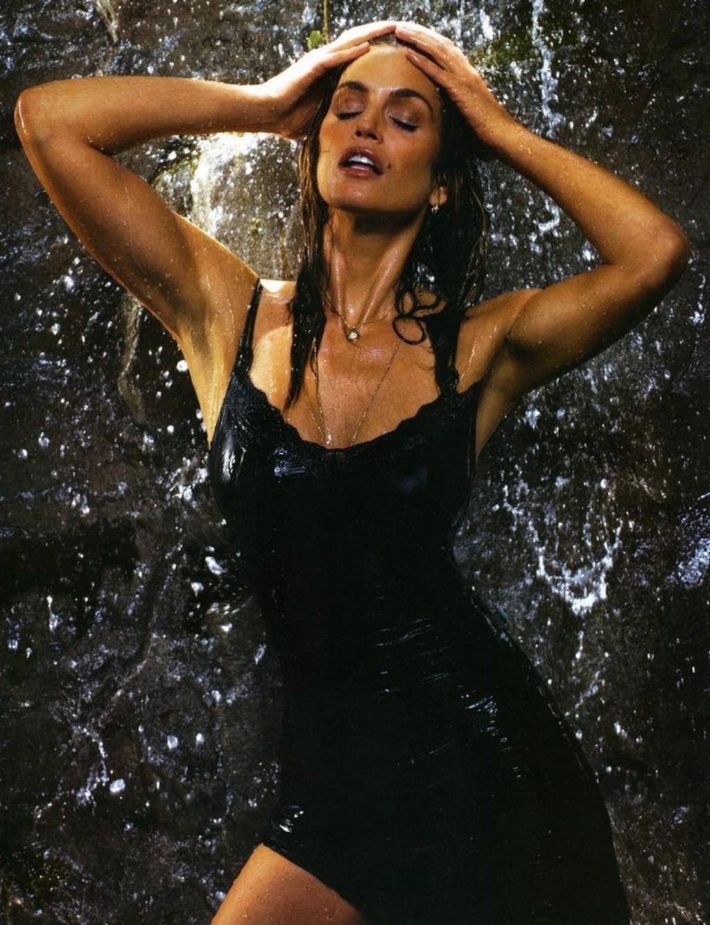 http://2.bp.blogspot.com/-0vgHIB4sX-k/T2cPrY6JawI/AAAAAAAASjE/C9ugTJM0L-I/s1600/Cindy+Crawford+wet+hot+sexy+coolaristo+14.jpg