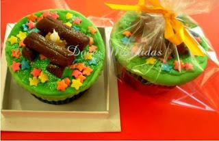Cupcake decorado com fogueira de festa junina