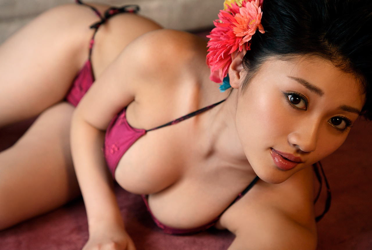 http://2.bp.blogspot.com/-0vtnRGxxW10/Ta661kQn68I/AAAAAAAATFo/in5RIoL7u0E/s1600/Mikie-Hara-hot-boobs.jpg