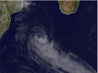 Tropensturm IRINA ist offenbar am Ende, Irina, März, 2012, aktuell, Satellitenbild Satellitenbilder, Indischer Ozean Indik, Zyklonsaison Südwest-Indik,