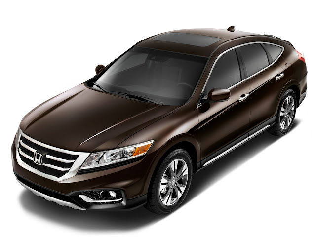Front 3/4 view of 2013 Honda Crosstour