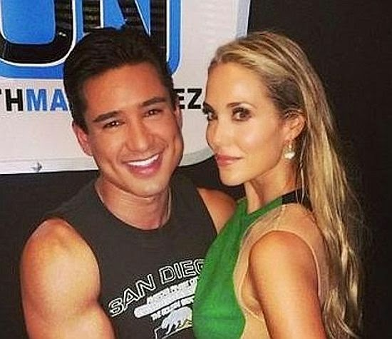 With her chiseled cheekbones and slender legs, it would be hard to call Elizabeth Berkley anything other than beautiful. And the 41-year-old confessed that as she reunited with her Saved By The Bell actor, Mario Lopez on his television agenda, Extra on Thursday, July 24, 2014.