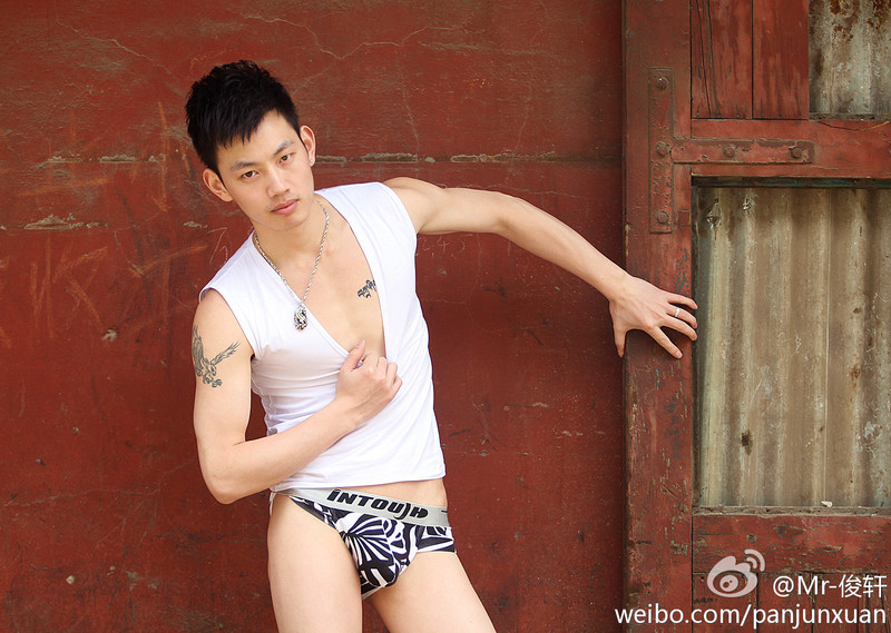 161478348a7bfc3703c957b0118da5543adafca7 Sexy Naked Chinese Stud Jun Xuan Shows off His Hot Asian Cock