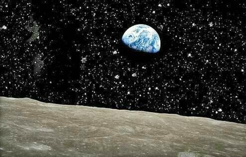 26 Pictures Will Make You Re-Evaluate Your Entire Existence - HERE'S YOU FROM THE MOON