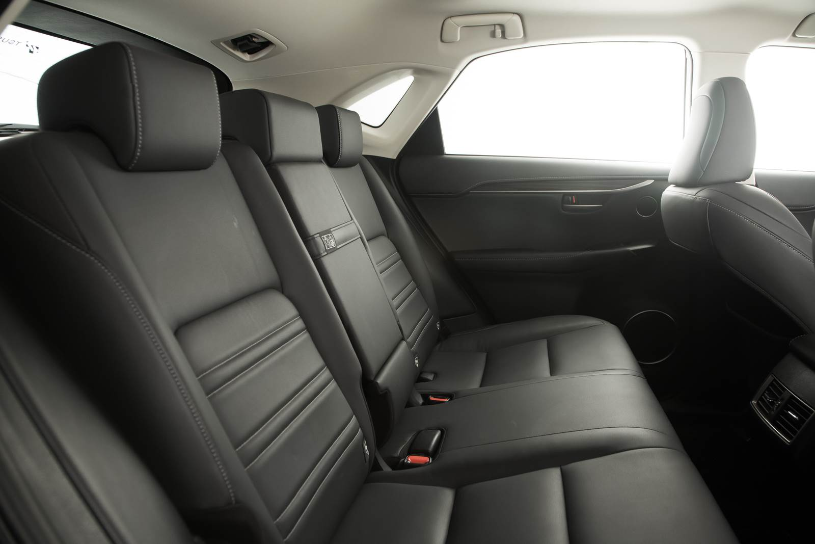 Lexus NX 200t - espaço traseiro