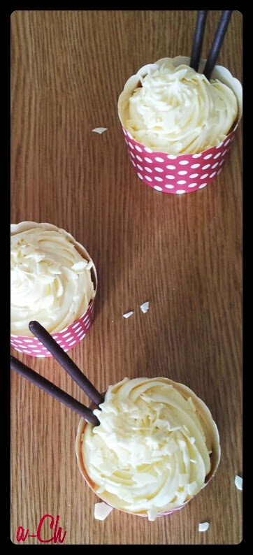 Baño Blanco De Reposteria: para el frosting de chocolate blanco necesitamos 250 gr mantequilla