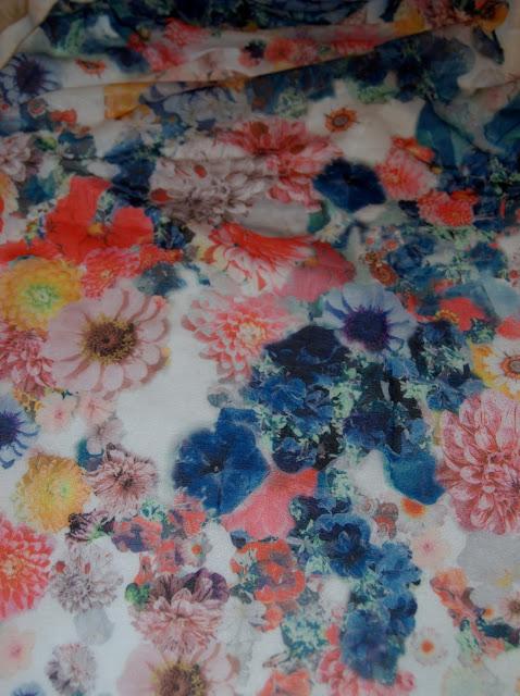 camiseta flores H&M