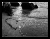 Quien ama de verdad, lo hace en silencio, con hechos,nunca con palabras.