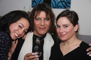Laetitia, Aurélie et Valérie, la réalisatrice de la vidéo de la soirée.