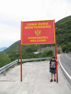 Crna Gora, frontera Croacia Montenegro, letrero frontera, republicas ex yugoslavas, montenegro