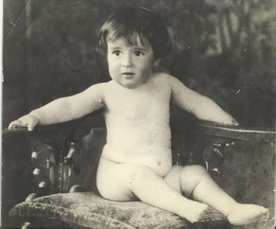 chespirito bebe desnudo
