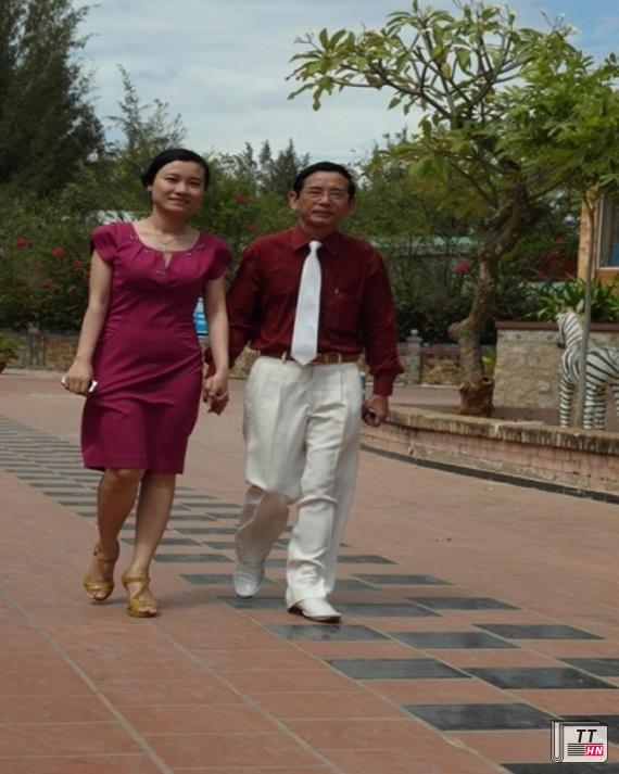 Vợ chồng đại gia 75 tuổi Lê Ân không ngại bỏ 4 tỷ đồng để đặt mua giường đắt nhất thế giới.