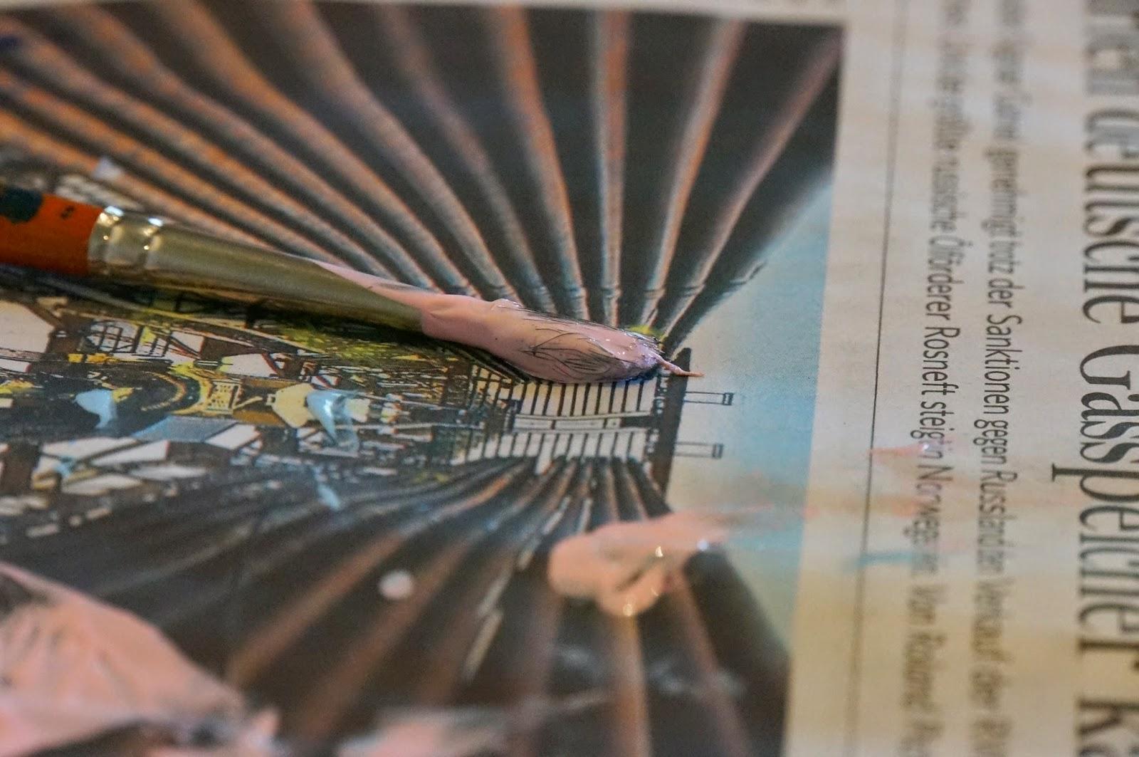 stadtlandjob Zeitung mit Pinsel