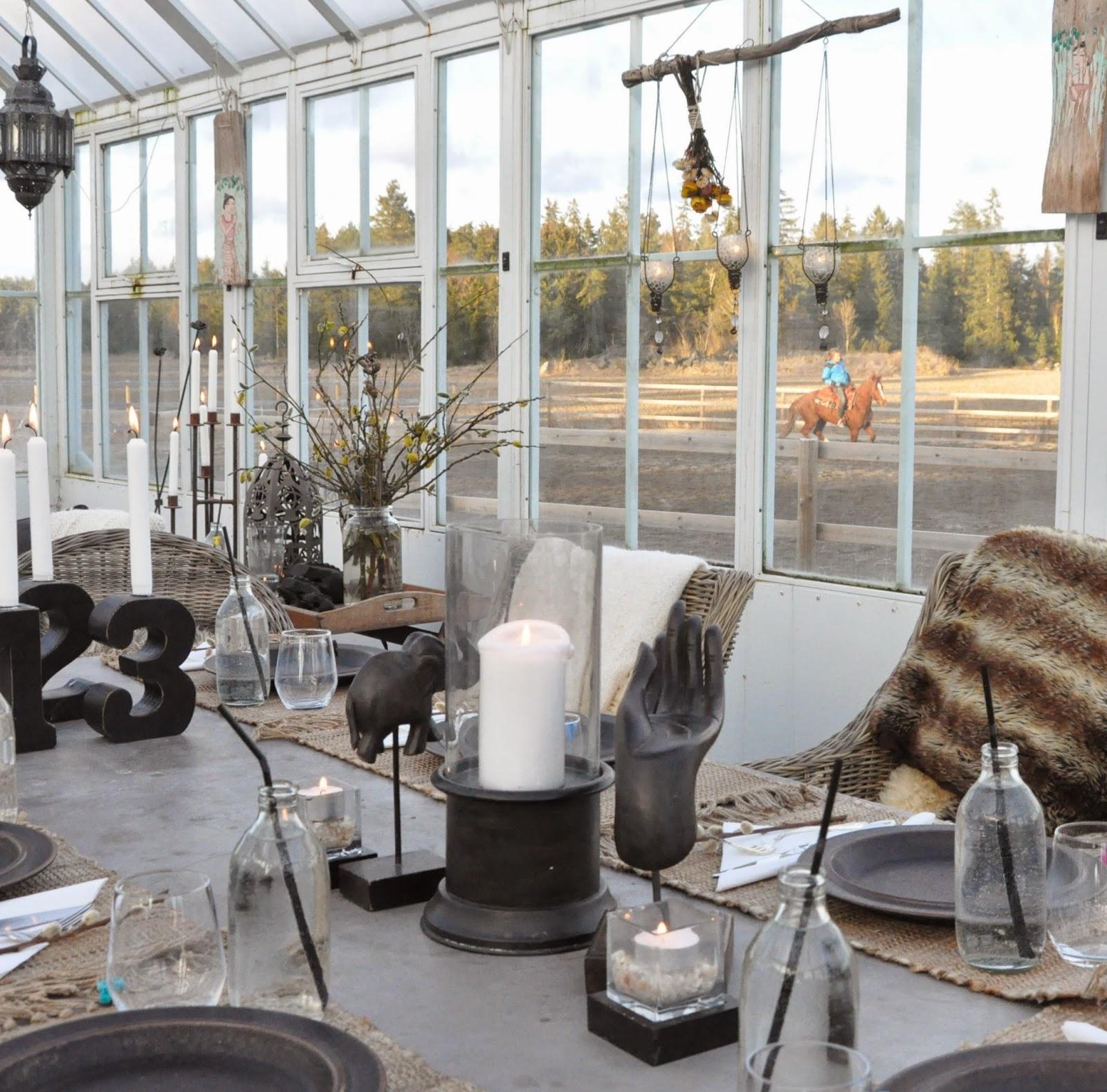 Den vita drömgården: dukar upp till påskmiddag i växthuset