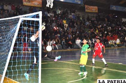 Tarija a un paso de ser campeón tras vencer a Santa Cruz: 6-5