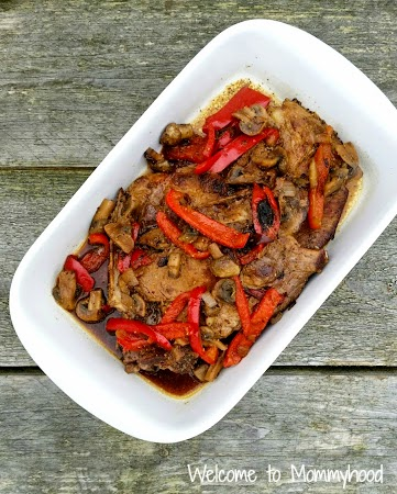 Healthy pork recipes: This easy red peppers and pork recipe is sure to be a hit with the entire family! It's paleo and very healthy! #paleo, #easyhealthyrecpes, #healthyporkrecipes,