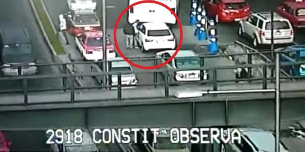Video YouTube: delincuente es baleado por policía cuando robaba a chofer de auto