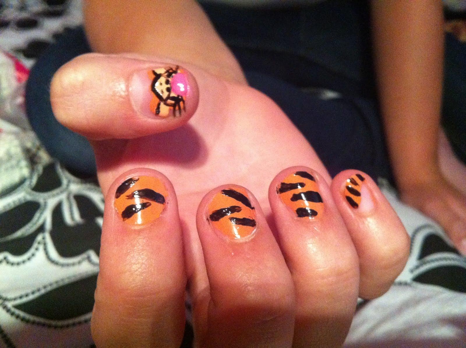i am sam . sam i am: Tigger Nails.