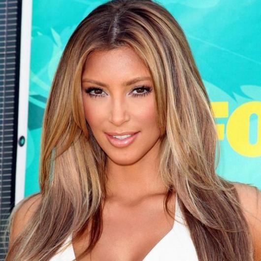 Το 2009 είναι αλήθεια πως γίνεται ξανθιά και μας το ανακοινώνει μέσω του  μπλόγκ της!Το μακιγιάζ της κινείται σε πιο γήινους τόνους και η hair  colorist της ... 58cad6494a1