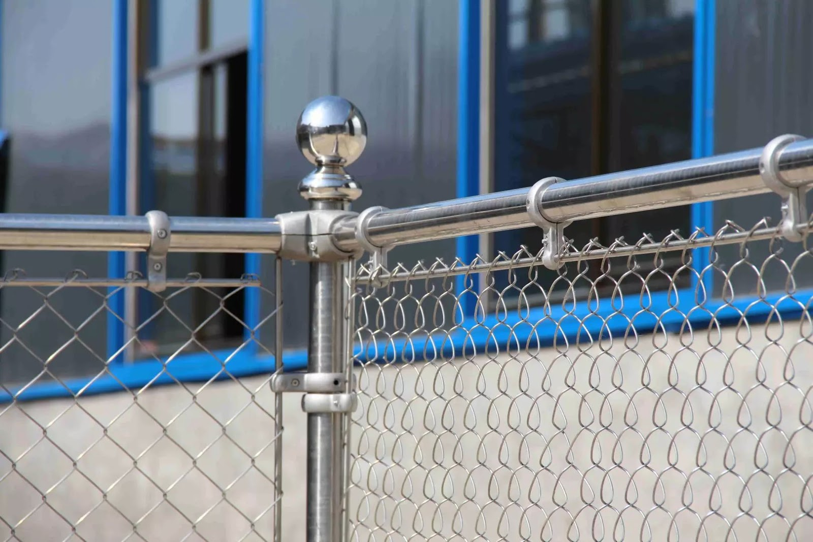 Wire Mesh Industry Rising Star--- Stainless Steel Chain Link Fence