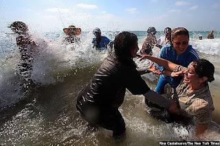 Mulheres palestinas e israelenses: Um banho de desobediência civil em Israel