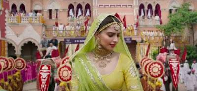 sonam-kapoor-lookind-very-hot-in-prem-ratan-movie