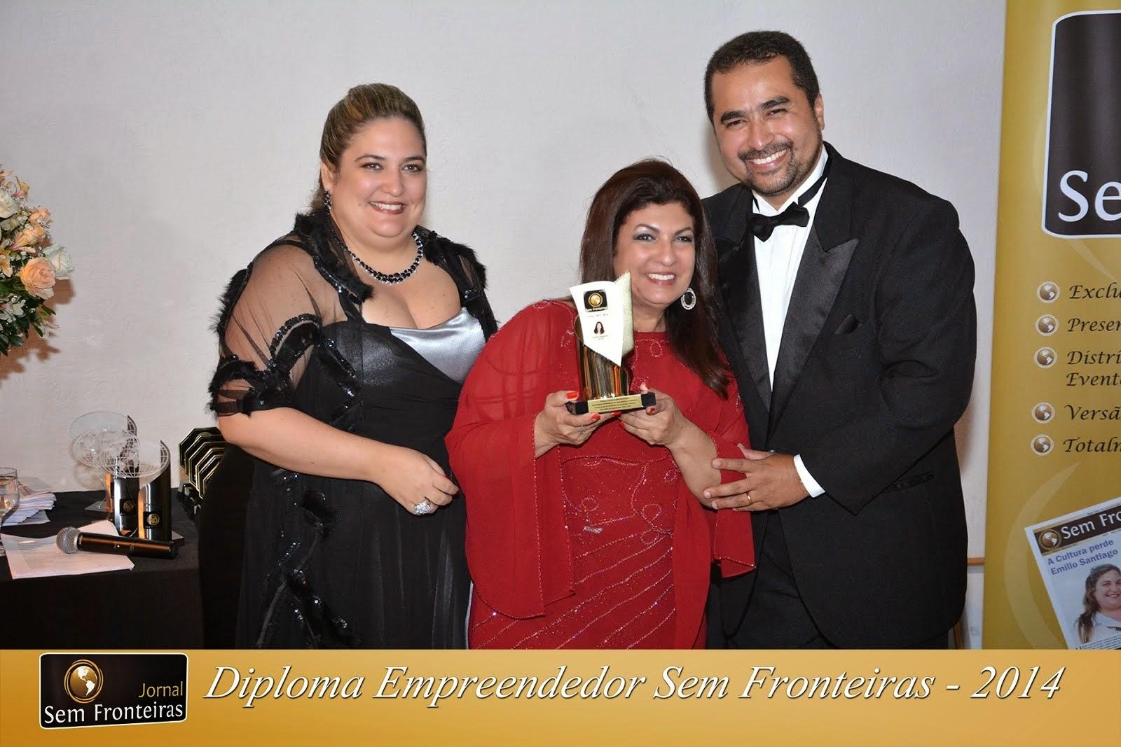 Recebendo o troféu COLUNISTA SEM FRONTEIRAS