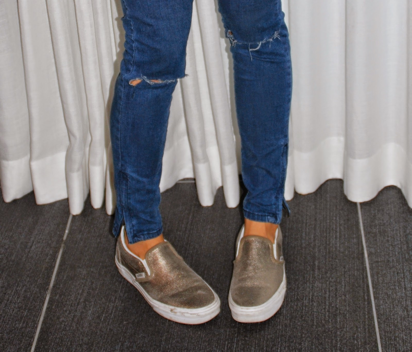 ootd white slip on vans sneakers dyi ripped jeans forever21 denims street style