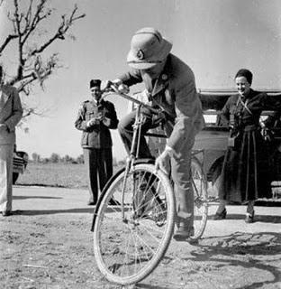 Ketika Bung Karno baru punya sepeda....!!!| http://indonesiatanahairku-indonesia.blogspot.com/