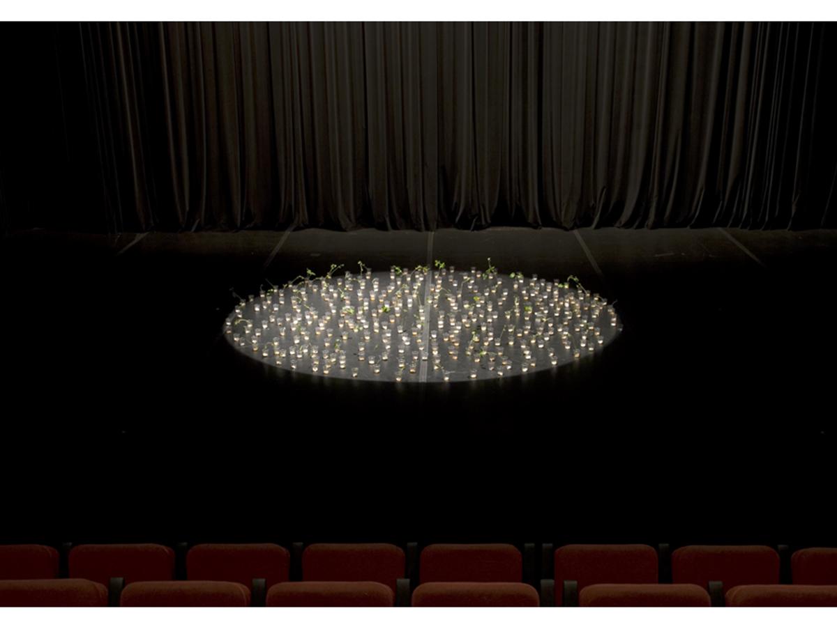 http://2.bp.blogspot.com/-1-9m-_4g2B8/T8vARfhz9PI/AAAAAAAABEI/pu62CREkyUM/s1600/DalilaGoncalves_Teatros+de+Erva_+Audito%CC%81rio+CAM,+Gulbenkian_2008_0013.jpg