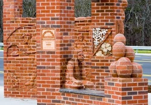 Seni Patung Kreatif Tersusun dari Batu Bata