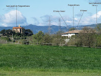 La capella de Sant Jordi Puigseslloses al costat del mas del mateix nom