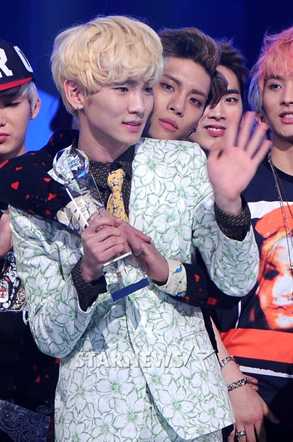 SHINee Wins Triple Crown on M! Countdown + More