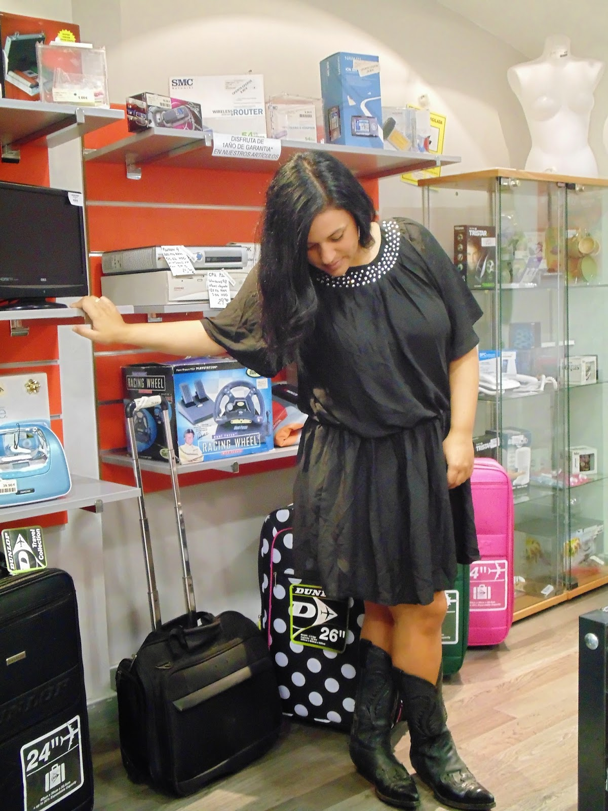 http://www.choies.com/product/black-ruffle-sleeves-dress-with-diamond?cid=3957jesspai