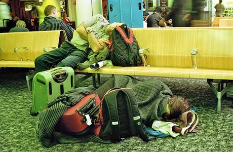 tips tidur di bandara