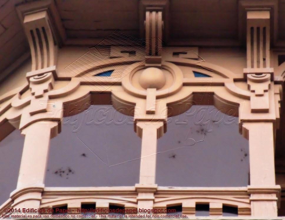 """Detalle de la fachada del antiguo """"Gran Hotel Miño"""", en Ourense"""
