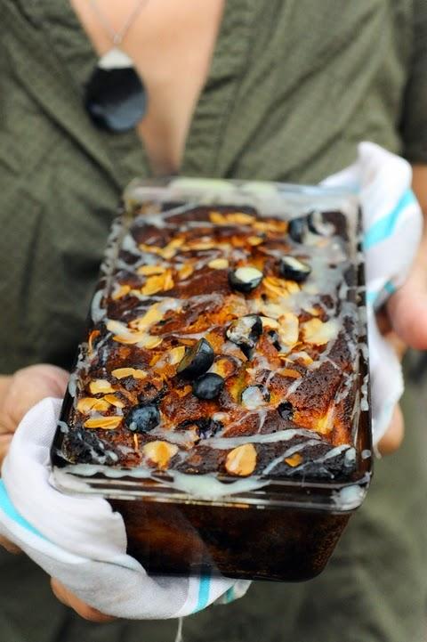 Petit cake du soir espoir ! Cake myrtille pêche chocolat blanc et quelques autres choses…