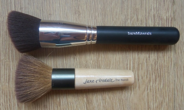 Bare Minerals Precision Brush vs Jane Iredale Handi Brush