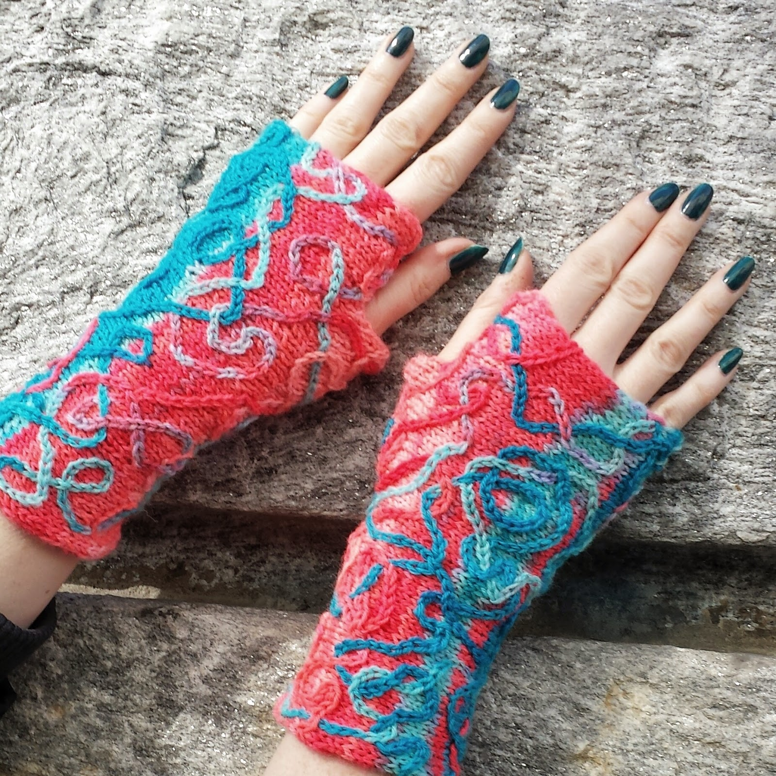 Knitting and so on: Serpentina Mitts