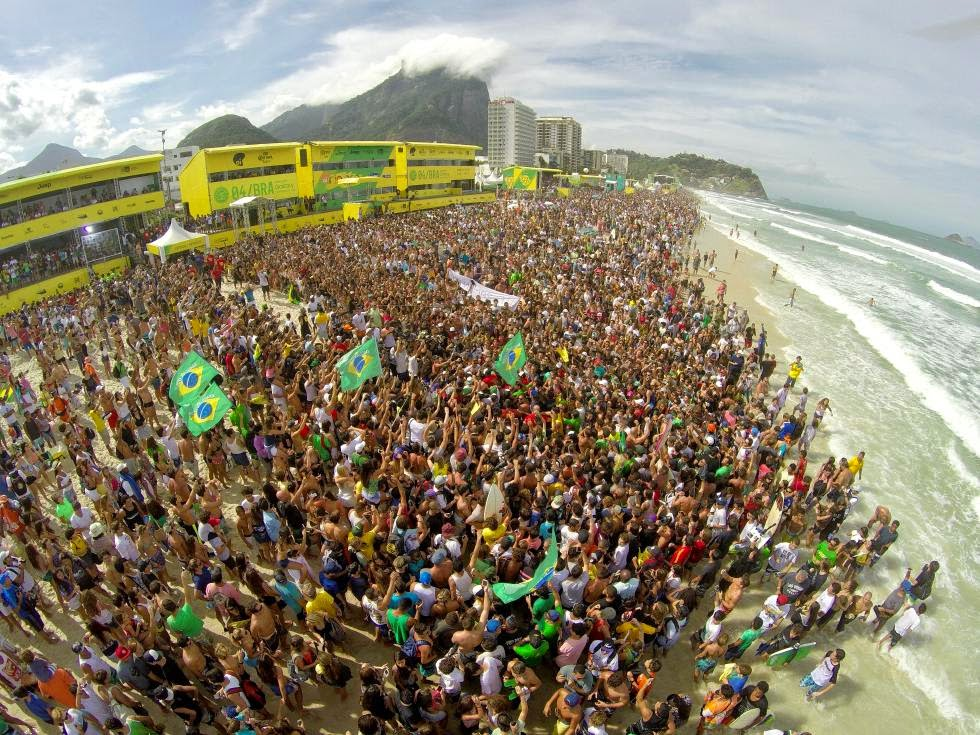 14 2015 Oi Rio Pro Beach Crowd Oi Rio Pro WSL  Kelly Cestari