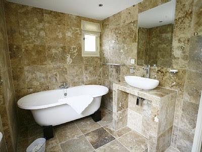 paredes de piedra baños
