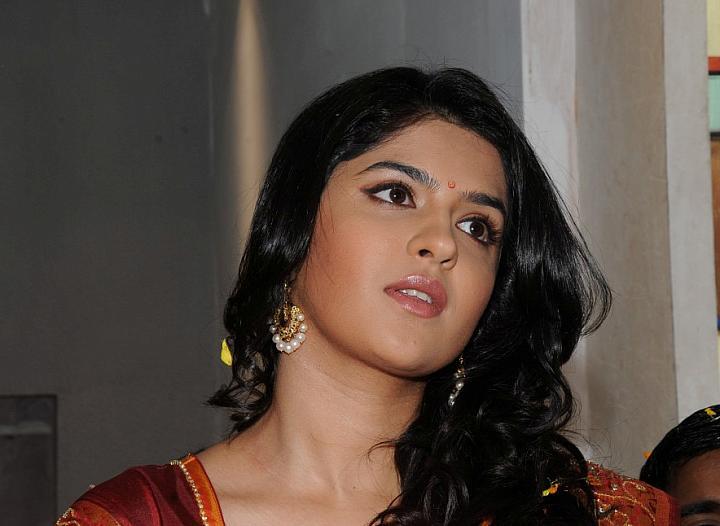 deeksha seth at chandana brothers room actress pics
