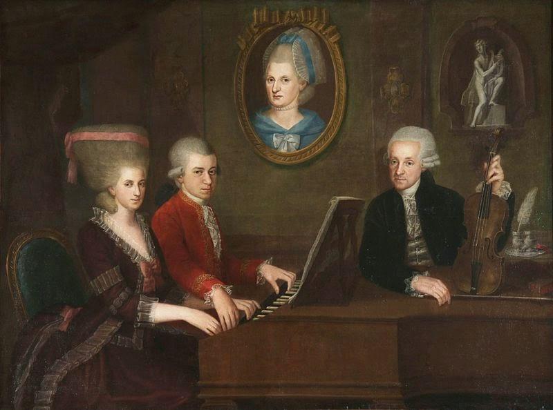 Mozart ao cravo com sua irmã. Seu pai segura um violino e a mãe, já falecida, aparece no medalhão. Pintura de Johann Nepomuk della Croce, c. 1780