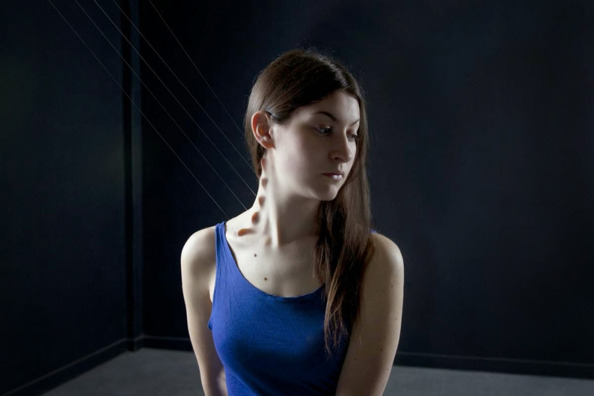 seniman perempuan menolak badannya photoshop