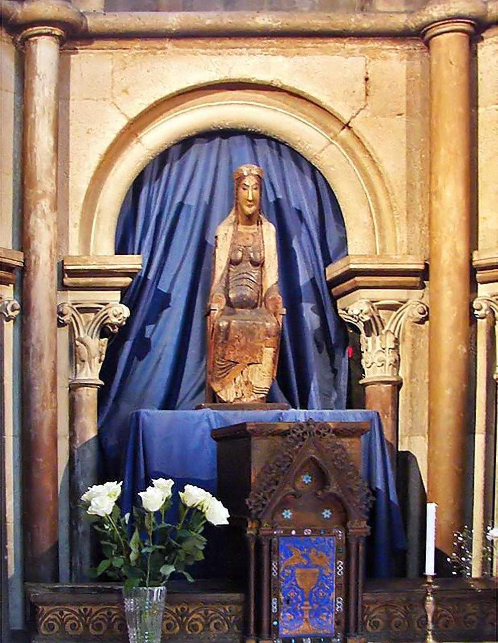 A Virgem Negra da catedral de Dijon