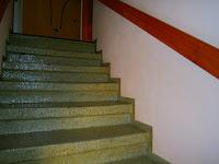 Betontreppe renovieren - Grüne Stufen mit Wandsockel