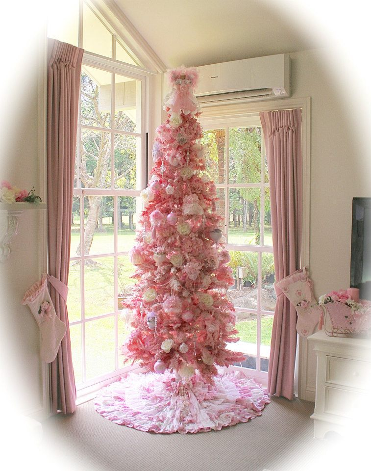Olivia 39 s romantic home mel 39 s pink christmas home tour for Shabby chic christmas